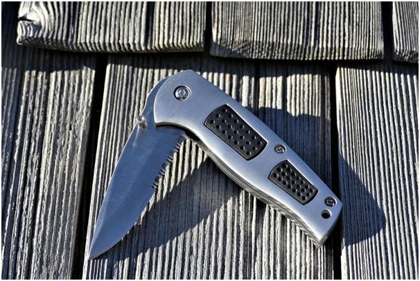 Tacknives